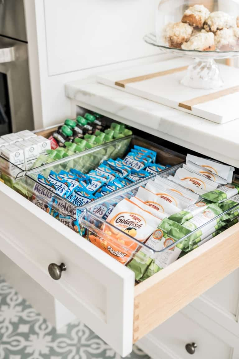 Organizing kitchen drawers